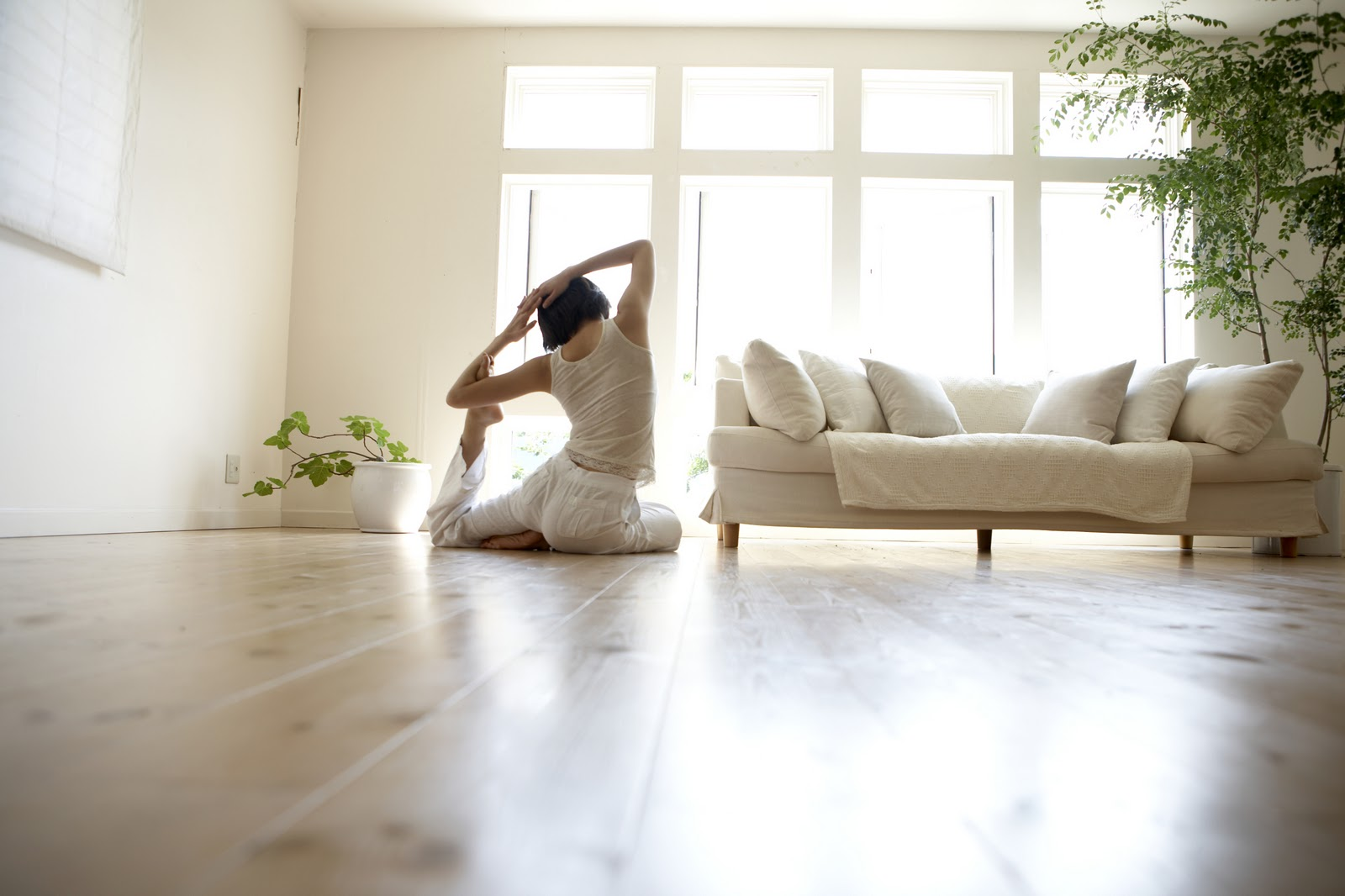 5 tips for an effective yoga practice at home for Living room yoga
